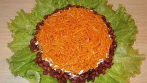 салат морковь фасоль сухарики