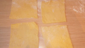 слоёные пирожки с творогом рецепт