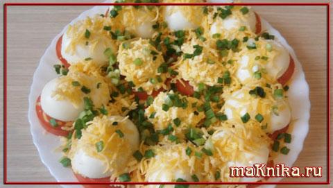 яйца фаршированные сыром и чесноком
